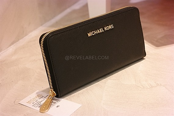 80dd5d6260a324 Michael Kors Jet Set Travel Saffiano Calf Continental Wallet Black GHW