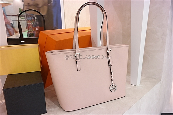 7beb79b3d29815 ... hot bag michael michael kors jet set travel large east west leather  related products c6083 203dd