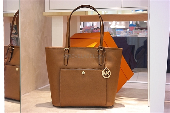 77d29a4c3acf Well-known Michael Kors Jet Set Item Large Top Zip Snap Pocket Tote Luggage  YR54